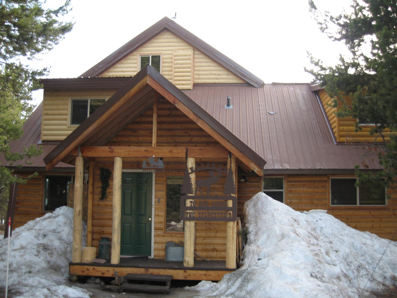 Island Park cabin rental front entry