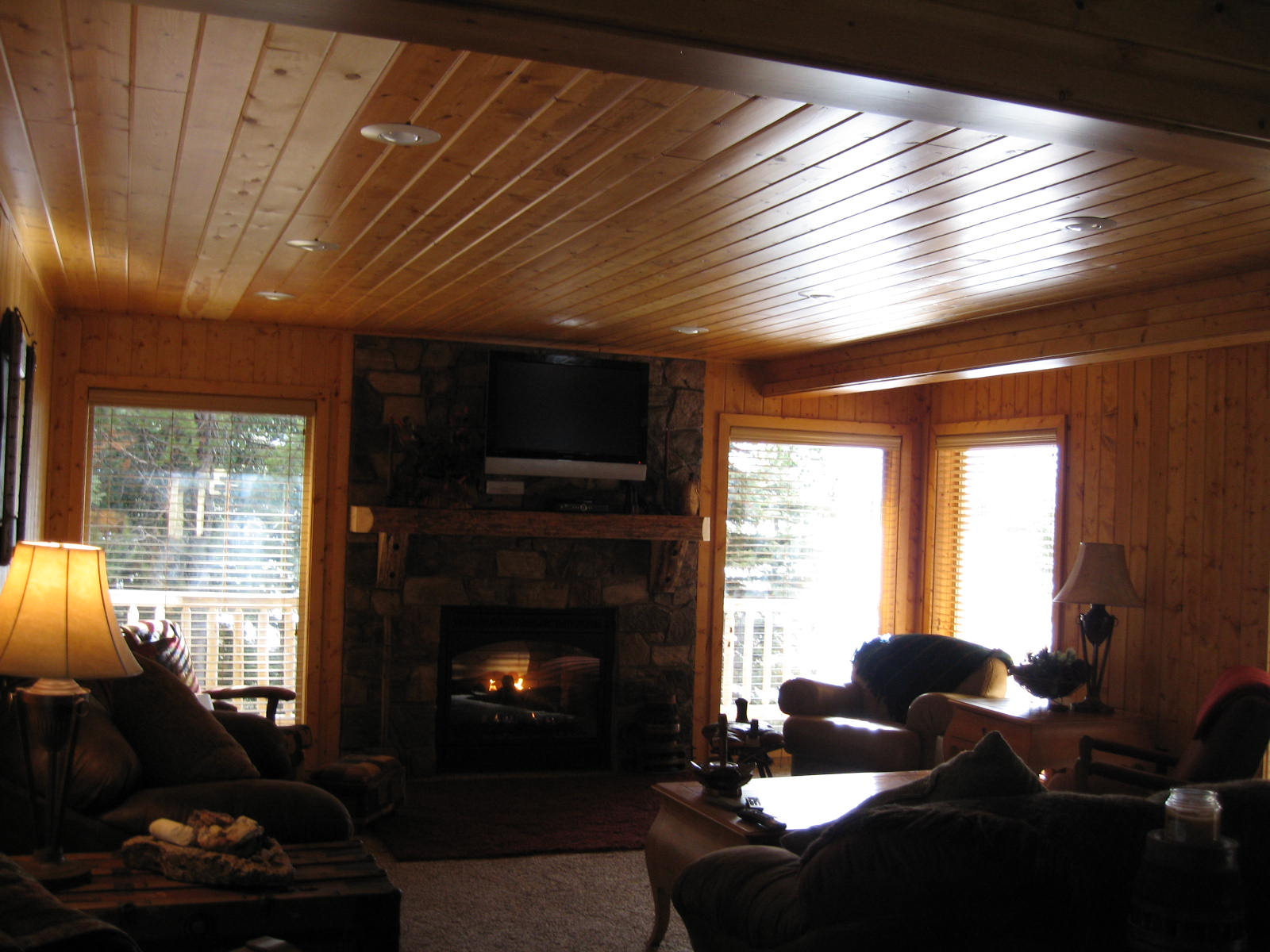 Another look at the cabin rental great room in Island Park