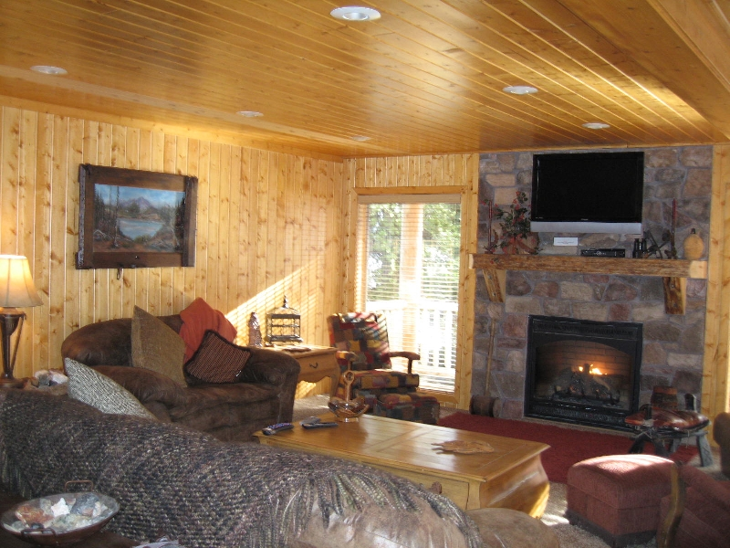 Island park cabin rental great room
